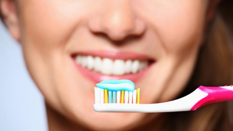 الاستعمال المفرط لمعجون الأسنان ..خطر !