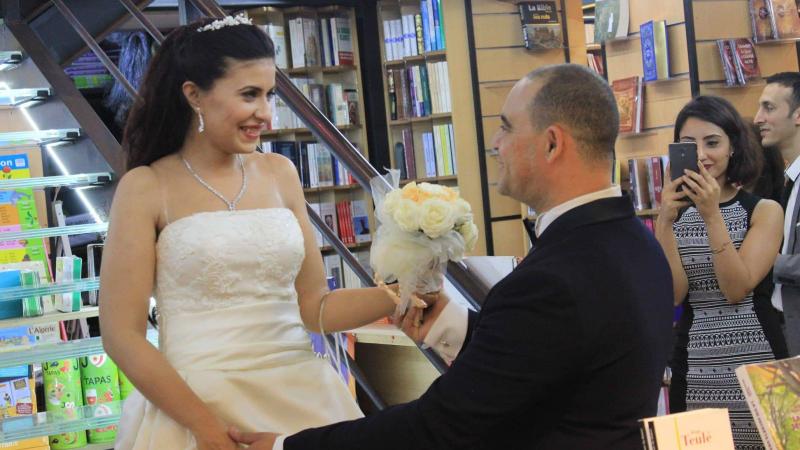 تونسيان عشقا الكتب.. فتزوّجا في مكتبة