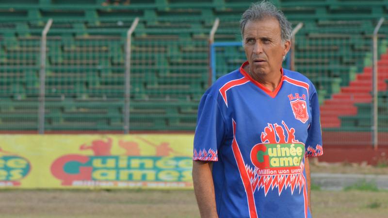 فيكتور زفونكا في مدرجات ملعب المنزه