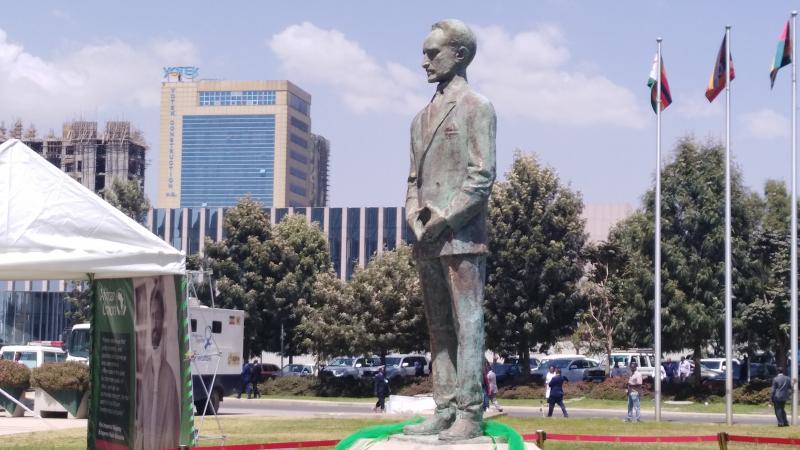 قمة أديس أبابا:إزاحة الستار عن تمثال الإمبراطور الأثيوبي