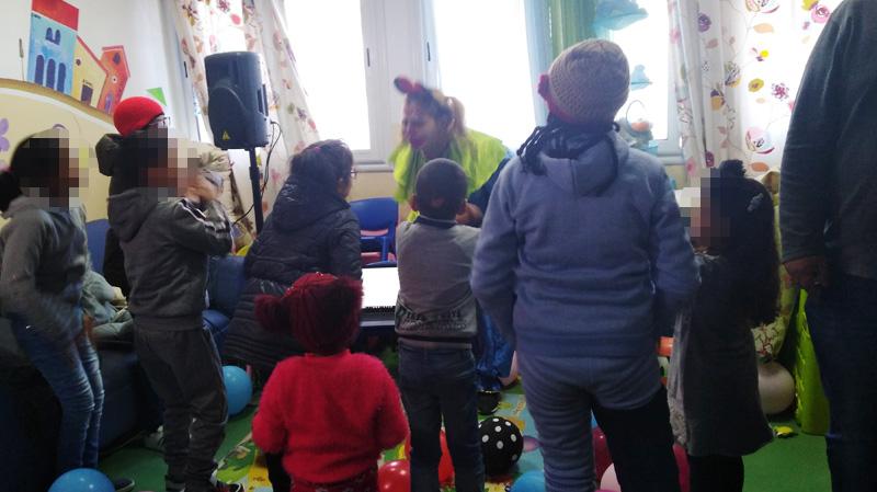 تنشيط وهدايا لأطفال مرضى السرطان في مستشفى صالح عزيز
