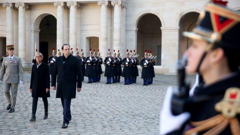 استعراض عسكري على شرف الشاهد في باريس