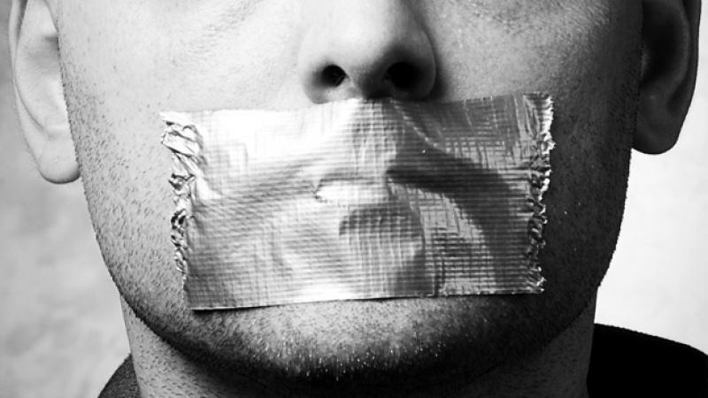''إيجا جرّب'': أذنان مغلقتان وفم مكتوم وضوء منطفئ..