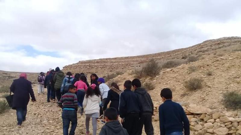 تطاوين: أطفال يقتفون أثر الديناصورات
