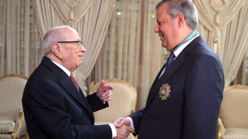 الصنف الأول من وسام الجمهورية لرئيس الترجي حمدي المدب