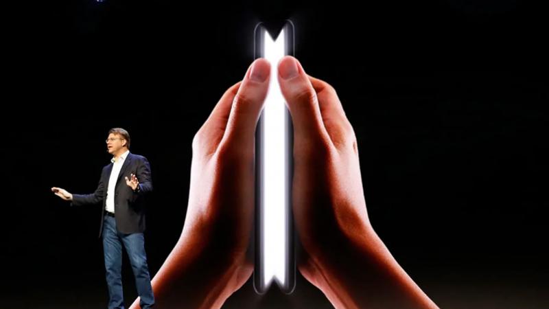 بشاشة قابلة للطي: خصائص وسعر هاتف غالاكسي فولد