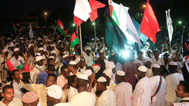 السودان : إعلان حالة الطوارئ وحل الحكومة