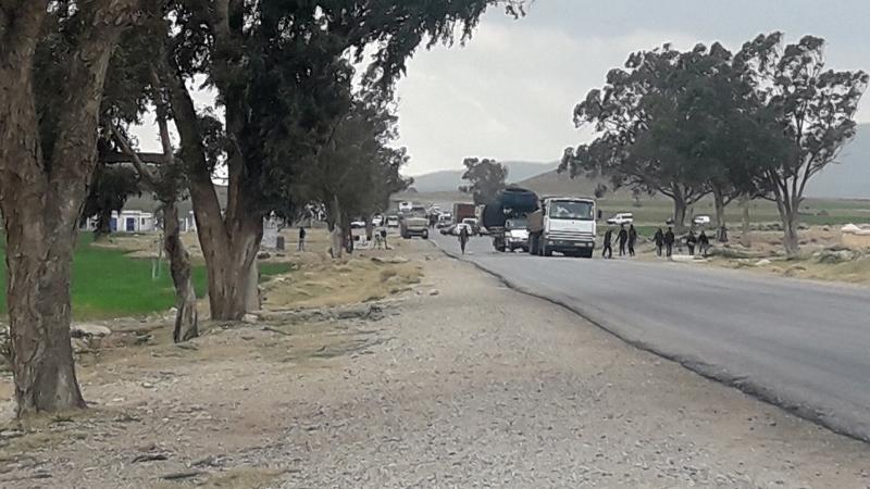دوار المخالفية: أهالي 'ضحيّة جريمة المغيلة' يغلقون الطريق