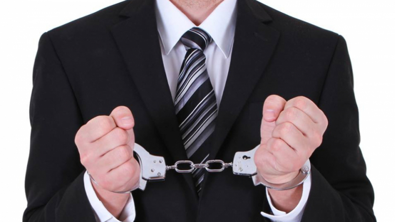 بطاقة إيداع بالسجن لإطارين بنكيين في قضية تهريب 200 مليار