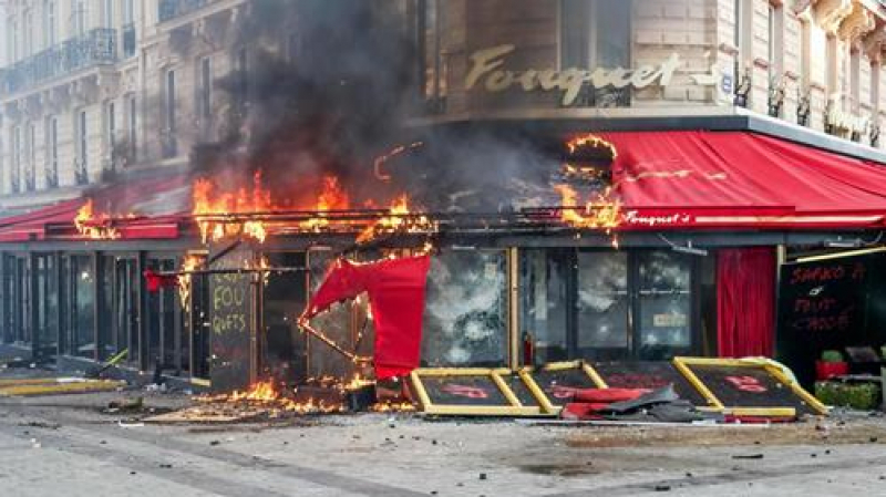 باريس:أعمال نهب وحرق في احتجاجات السترات الصفراء