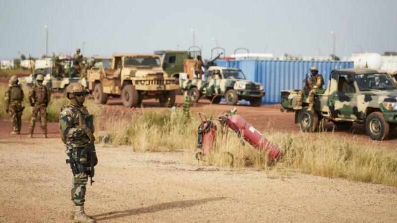 مالي: مقتل 21 عسكريا في هجوم على ثكنة للجيش