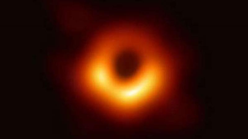 أول صورة للثقب الأسود في الفضاء