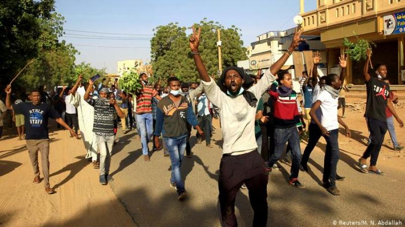 تحركات عسكرية وشعبية في السودان وسط ترقب ''للبيان الهام''