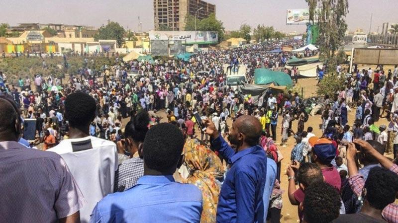 قناة العربية تعلن تنحي الرئيس السوداني وإعتقال شخصيات قريبة منه