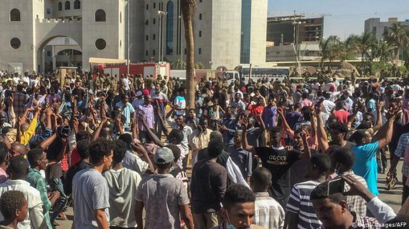 دوي إطلاق نار داخل مقر قيادة الجيش السوداني بالخرطوم