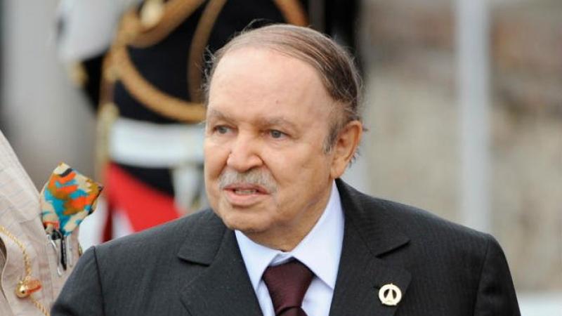 الجزائر:أوامر رسمية بنزع صور بوتفليقة