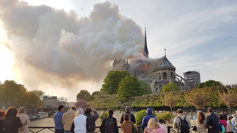 حريق في كاتدرائية ''نوتردام'' وسط باريس