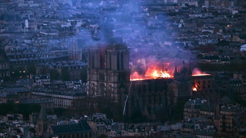 ترامب يقترح طريقة لإطفاء حريق كاتدرائية نوتردام