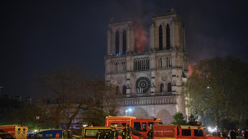 فرق الإطفاء تعلن نجاحها في إنقاذ هيكل كاتدرائية نوتردام