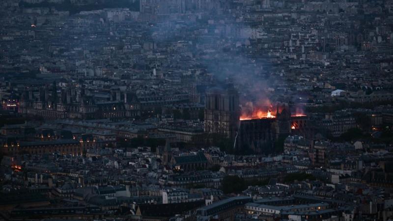 كابوس في فرنسا: ''نوتر دام'' تحترق