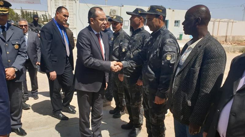 وزير الداخلية يحذّر من إمكانية تسلّل إرهابيين من ليبيا