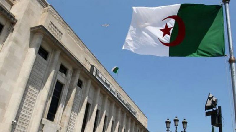 الجزائر: السجن لجنرال وأوامر بإيقاف آخر