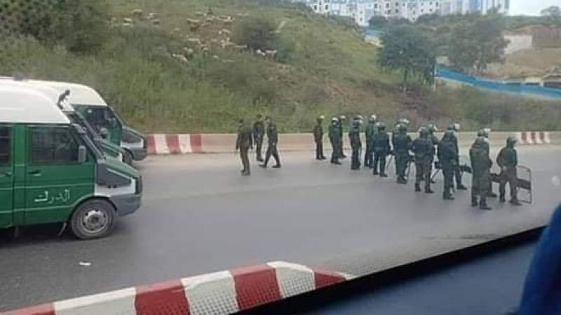 الجزائريون يطالبون باعتقال سعيد بوتفليقة والأمن يغلق المداخل