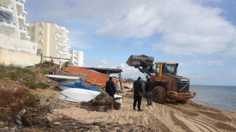 نابل: هدم وإزالة مشارب على الشاطئ البحري