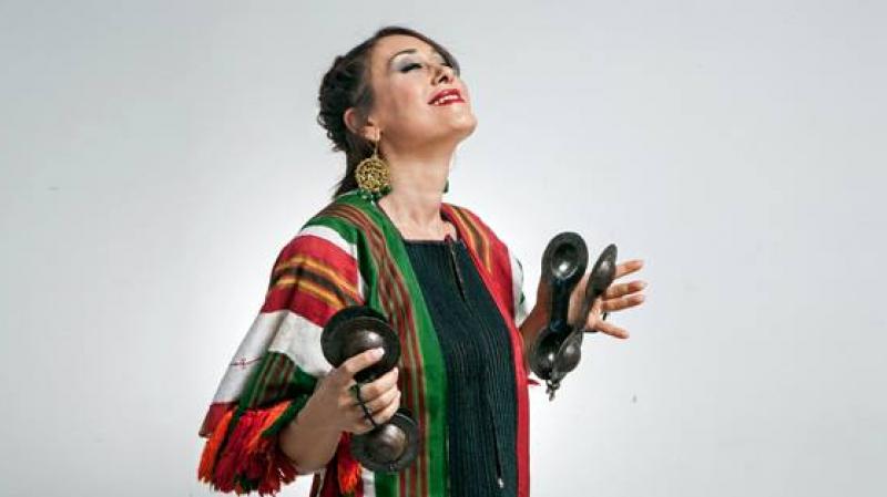 لبنى نعمان تصدر أغنية 'بتي سهرانة' تمهيدا لإطلاق عرض الولادة