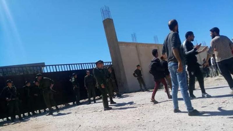 على الحدود التونسية: صاحب مصنع جزائري يطلق النار على محتجين