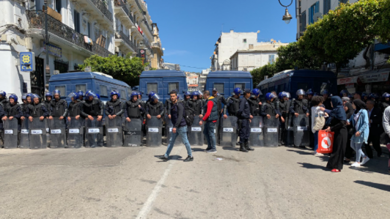الشرطة الجزائرية تمنع مسيرة للعمال