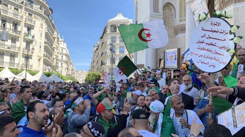 الصيام لم يمنع الجزائريين من مواصلة الحراك الشعبي