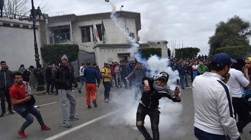 الجزائر: مواجهات عنيفة بين المحتجين والأمن