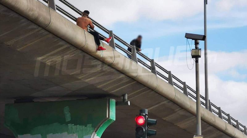 العاصمة:شاب يهدد بشنق نفسه في قنطرة الجمهورية