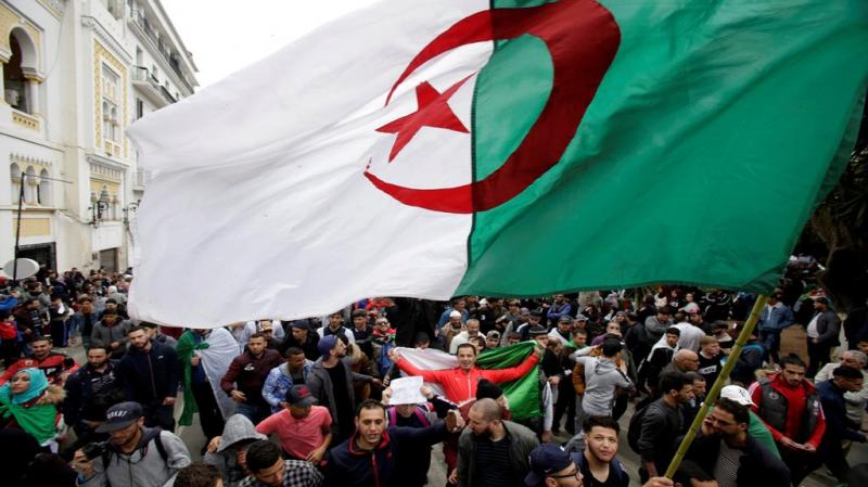 الأمن الجزائري يفرض إجراءات جد مشددة قبل انطلاق الحراك الشعبي