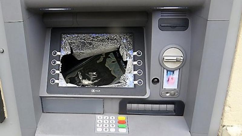 القصرين: تهشيم 6 موزّعات بنكيّة