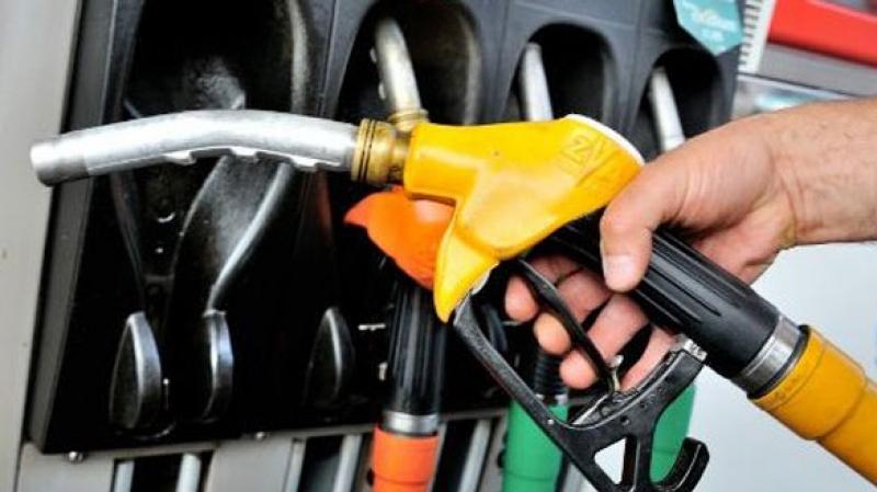 أعوان محطات بيع الوقود يهددون بالإضراب