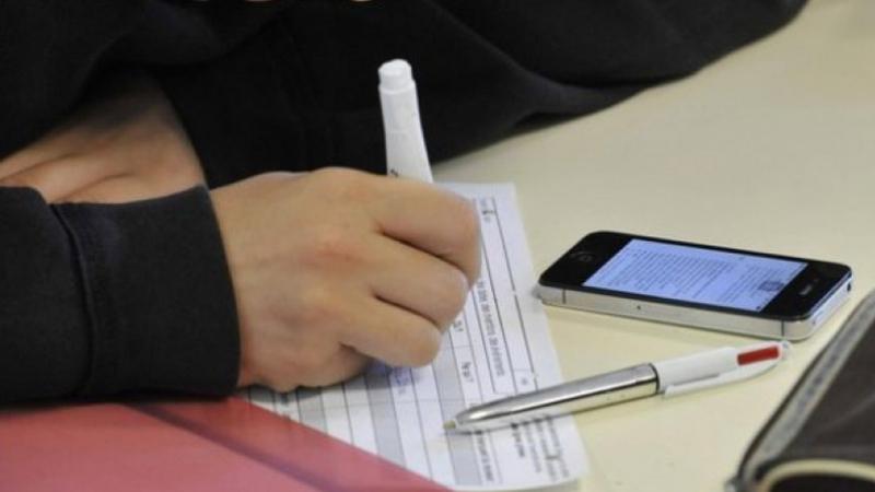 باكالوريا: التفطن إلى إدخال مترشح هاتفا جوالا في قاعة الإمتحان