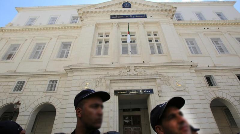 القضاء الجزائري يستمع لوزراء وجنرال ورجل أعمال في قضايا فساد