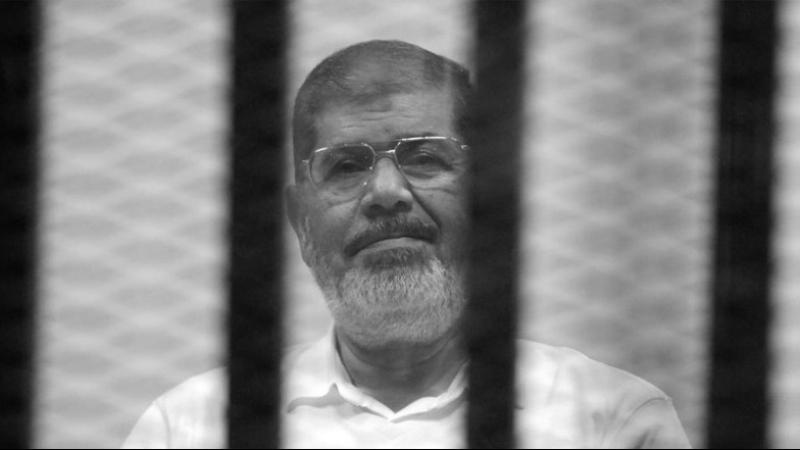محمد مرسي يفارق الحياة خلال محاكمته