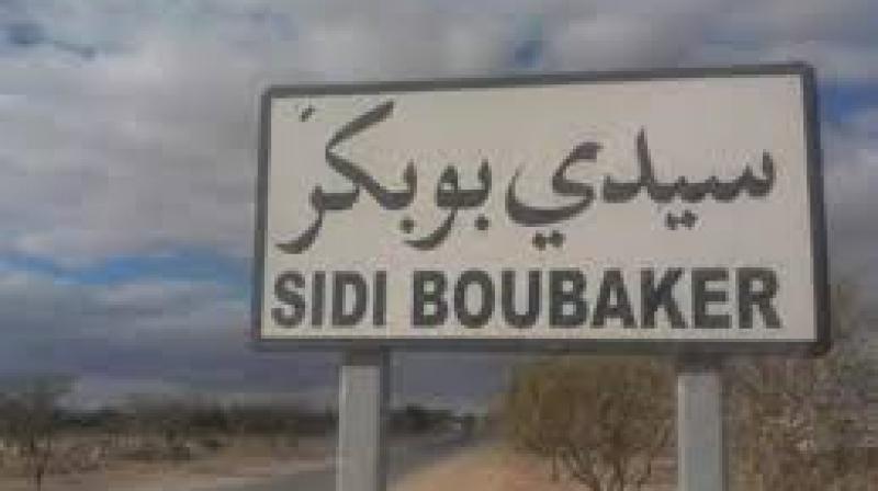 قفصة: رئيس بلدية سيدي بوبكر في إعتصام