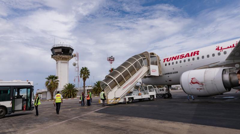 إلغاء مئات الرحلات وتعطب طائرات: عملة الأرض بالتونيسار يحتجّون