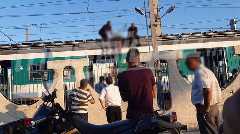 وفاة مراهق بصعقة كهربائية بعد صعوده على سطح قطار ''تي جي أم''