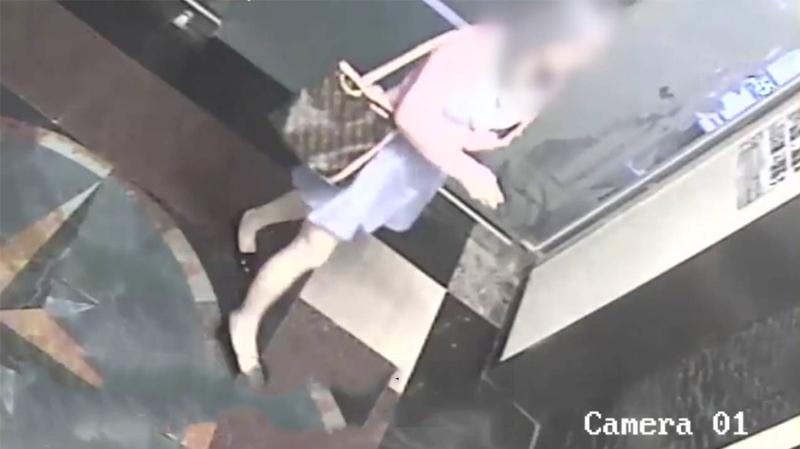 هكذا أطاحت كاميرات 'مغازة' برئيسة عصابة تزوير عملة في الحمامات