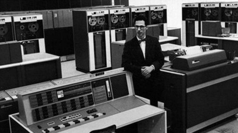 وفاة أحد مخترعي 'الكمبيوتر' داخل دار للرعاية