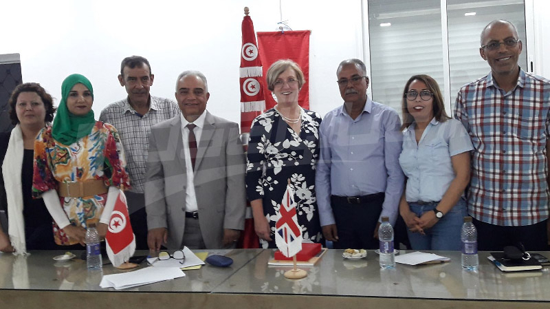 سفيرة بريطانيا تعد باقامة شراكات مع بلدية سيدي بوزيد