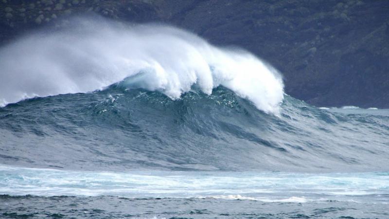 بحر متموج وحرارة تصل إلى 40 درجة