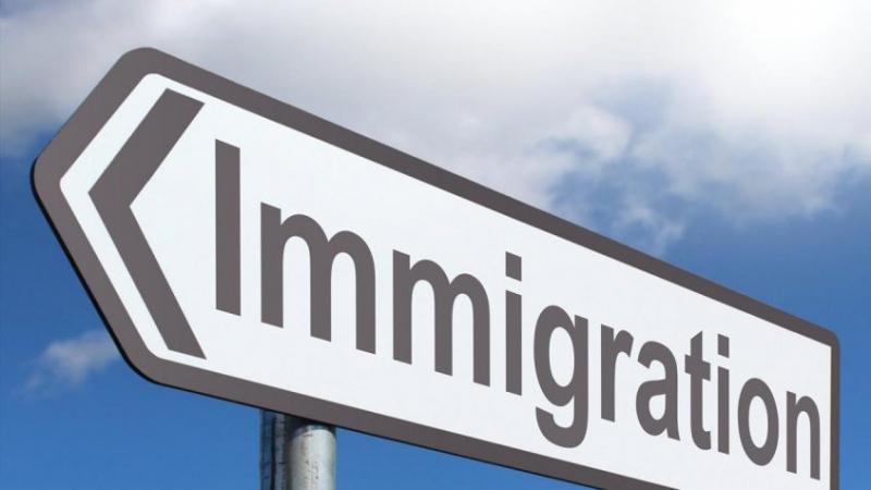 ثلث التونسيين يفكّرون في الهجرة
