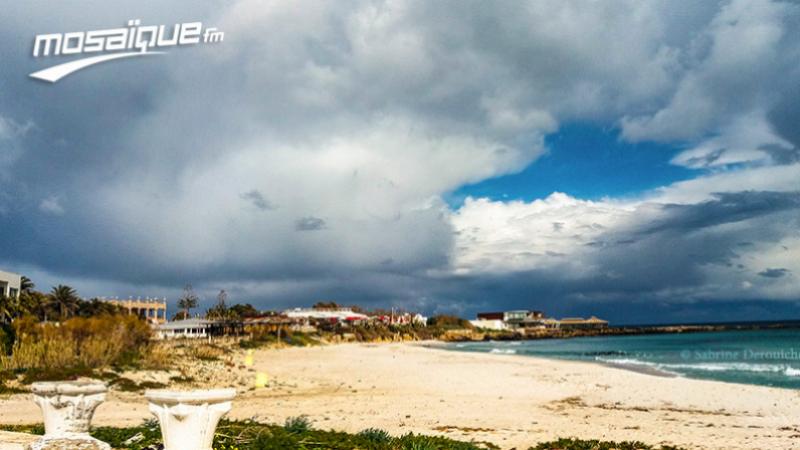 سحب رعدية وأمطار متفرقة متوقعة يوم الإثنين