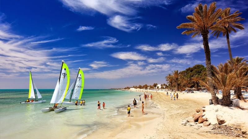 تطور عدد السياح الوافدين على تونس بنسبة 12.8 % إلى موفى جويلية